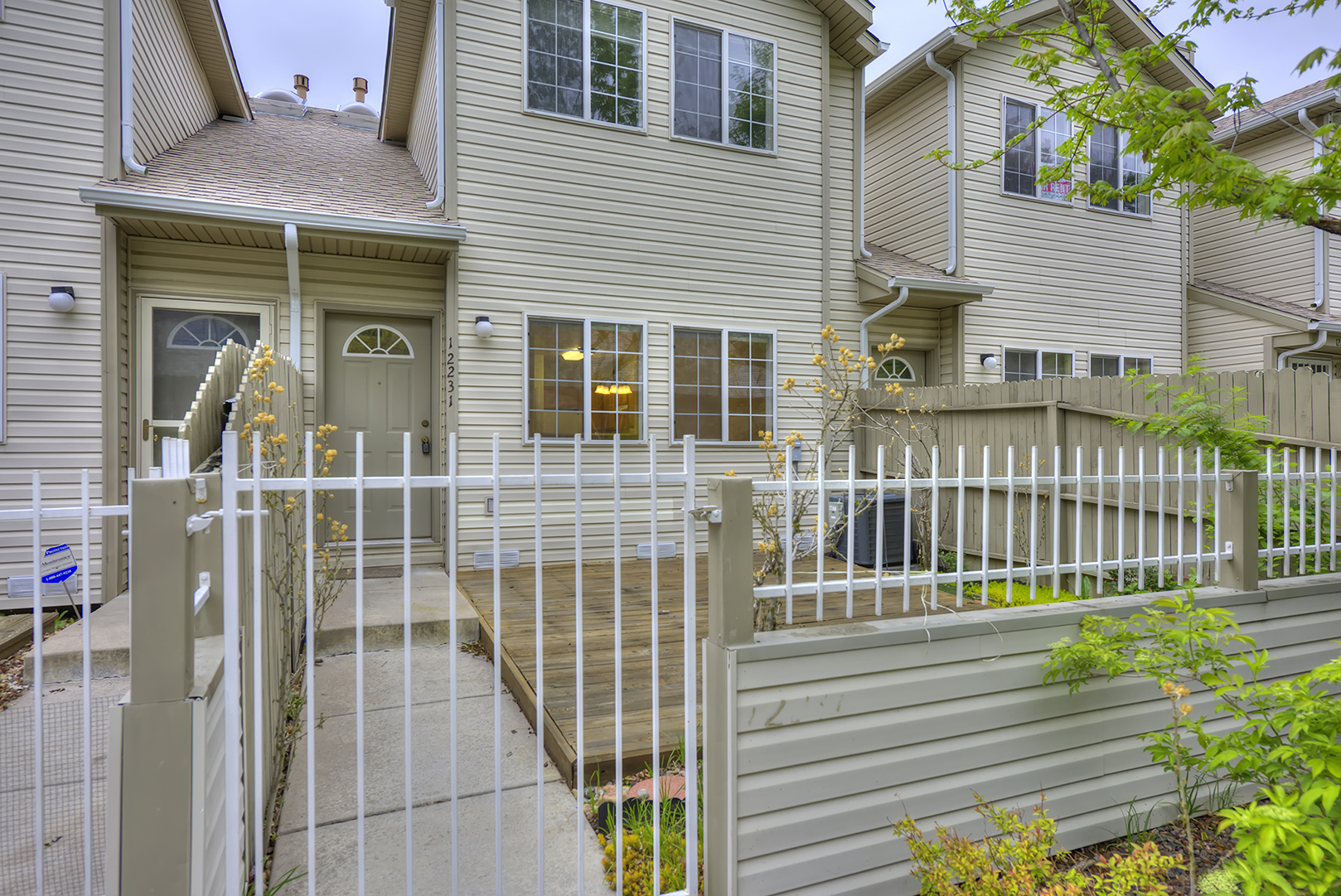 Townhouse for sale in Aurora 3 bed 3 bath with attached 2 car garage