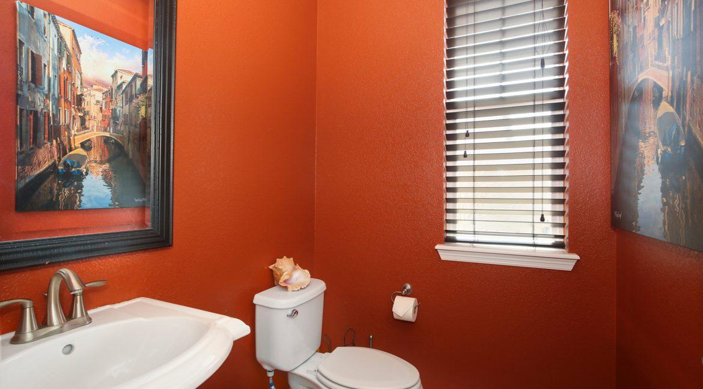 Powder-Bathroom_MLS